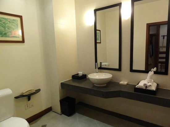 Lotus Blanc Resort : Bathroom