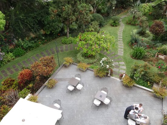 Quintinha Sao Joao: Looking down on the terrace and garden from the indoor pool