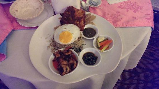Hotel Istana: nasi goreng-room service