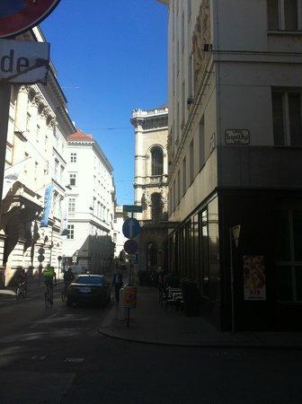 Radisson Blu Style Hotel, Vienna: Herrengasse Street