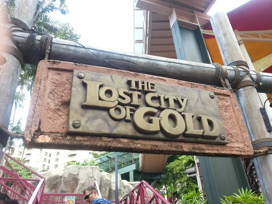 Sunway Lagoon : lost city train sign