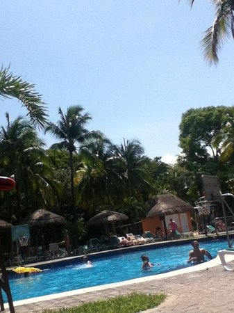 ClubHotel Riu Tequila: One side of the pool area