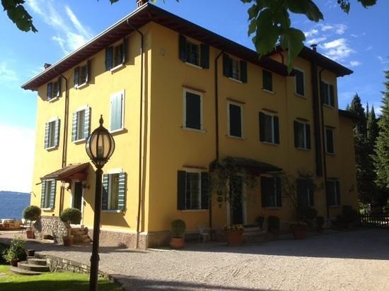 Boutique Hotel Villa Sostaga: das Haupthaus mit Terrasse