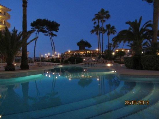Iberostar Alcudia Park: Traumhafter Abend am Pool