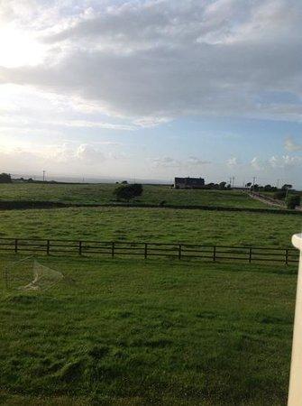 Loughrask Lodge Bed and Breakfast : het uitzicht vanuit de kamer