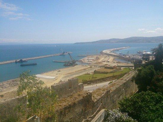 Tangier Casbah : Vue du port depuis merkala