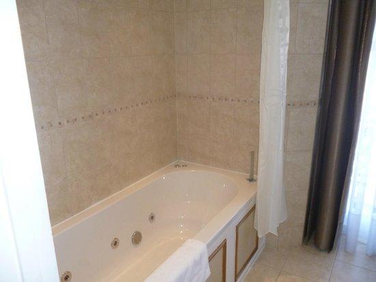 Best Western York House Hotel: jacuzzi bath