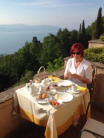 Boutique Hotel Villa Sostaga: Frühstück auf der Terrasse