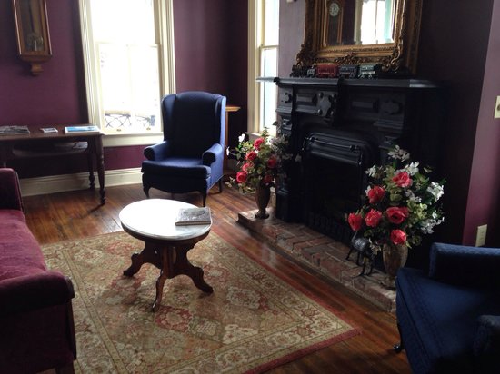 Iron Horse Restaurant: Sitting Room