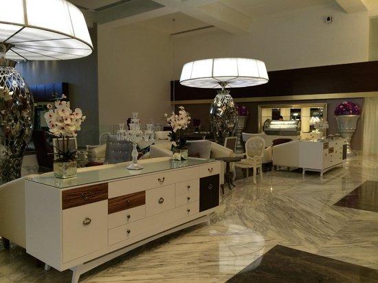Moon Palace Cancun: Elegant 1st floor lobby area at Nizuc