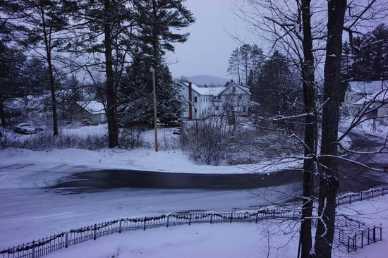 Hillwinds Lodge : Outside View