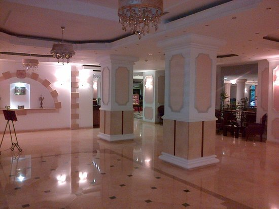 Phoenicia Grand Hotel: Lift landing