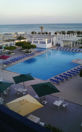 Les Pyramides : Belle piscine