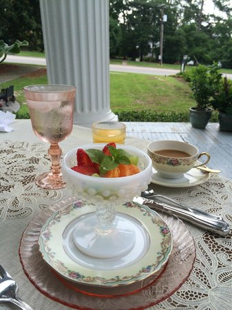 Rosemary Inn: Breakfast on the terrace