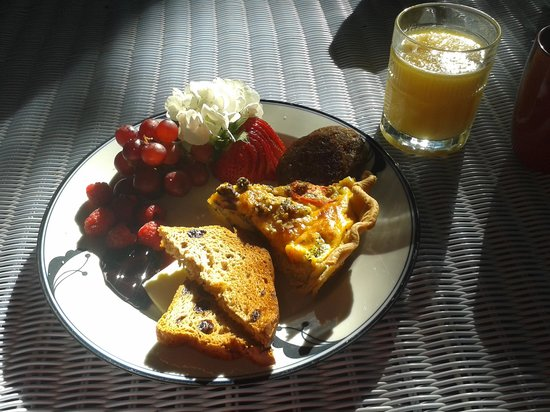 Ashford Manor Bed and Breakfast: Our delicious breakfast at Ashford Manor.