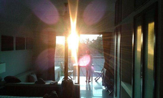 Hoi An Green Life Apartment: Sunrise in studio back room