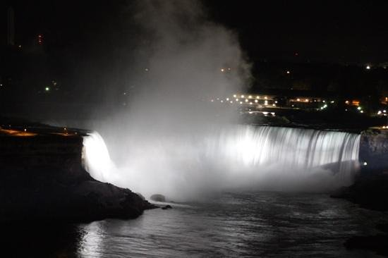 Sheraton on the Falls : night view