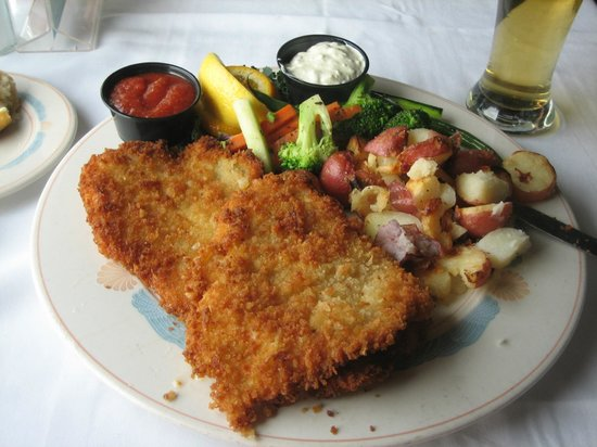 Sea Chest Oyster Bar : Best panko breaded calamari ever!