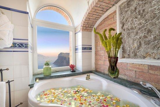 Caesar Augustus Hotel: Tiberius master suite bathroom
