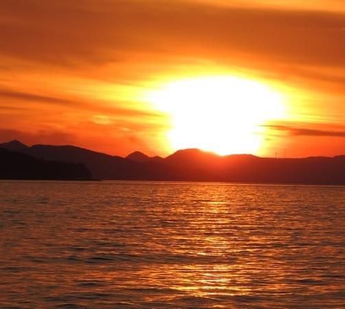 Valamar Dubrovnik President Hotel: sunset at the beach bistro
