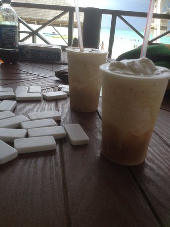 White Sands Negril: Playing some dominoes! With a view��