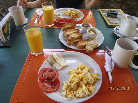 Costanera Bed and Breakfast: breakfast