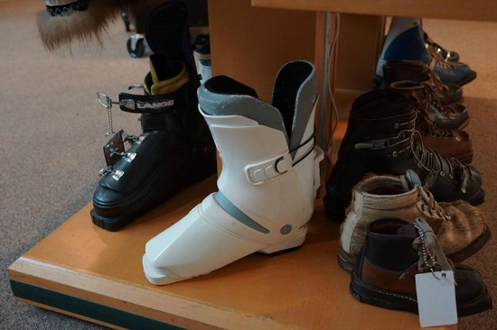 New England Ski Museum: Rear-entry Ski Boots