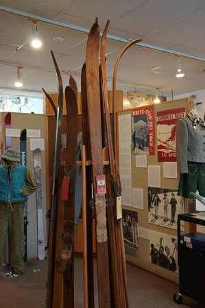 New England Ski Museum: Old Skis