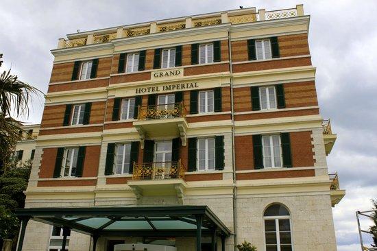Hilton Imperial Dubrovnik: Front of hotel