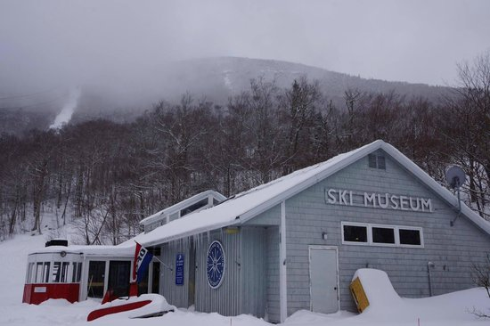 New England Ski Museum: Outside Museum