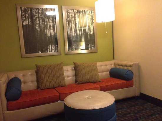 Holiday Inn Express & Suites Fulton: Sofa sleeper