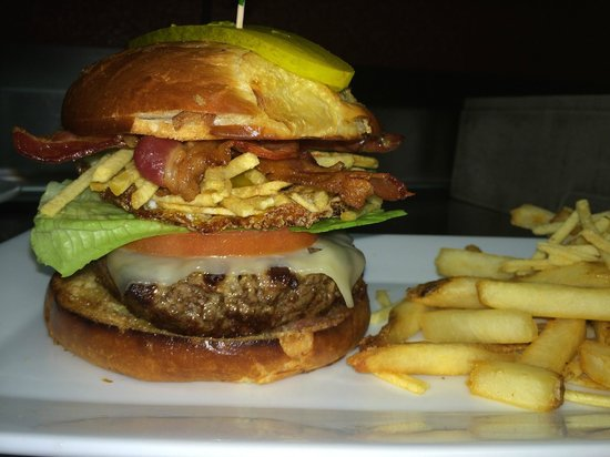 American Rock Bar and Grill: Amazing American Rock Burger!
