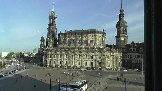 Katholische Hofkirche - Dresden: Great view of the Hofkirche from the Semperoper