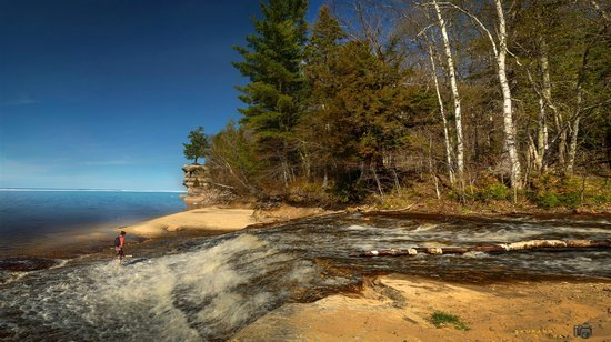 Pictured Rocks National Lakeshore: Chapel Rock from Chapel Beach