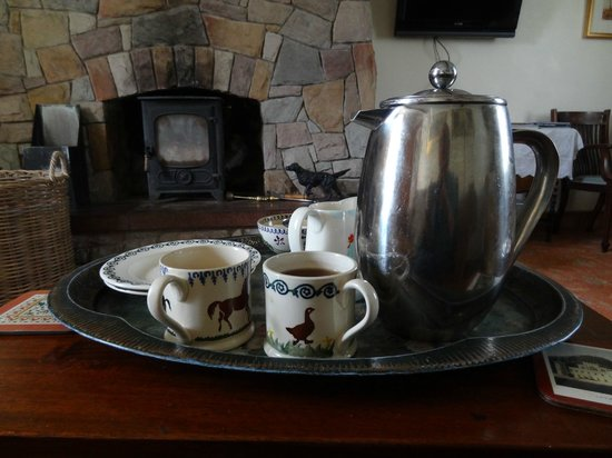 Bay Cottage Bed & Breakfast: Coffee and homemade scones, yum. The best scones I've ever had.