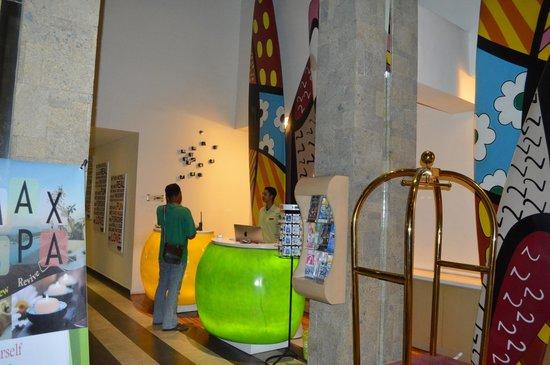 MaxOneHotels at Bukit Jimbaran : The Lobby