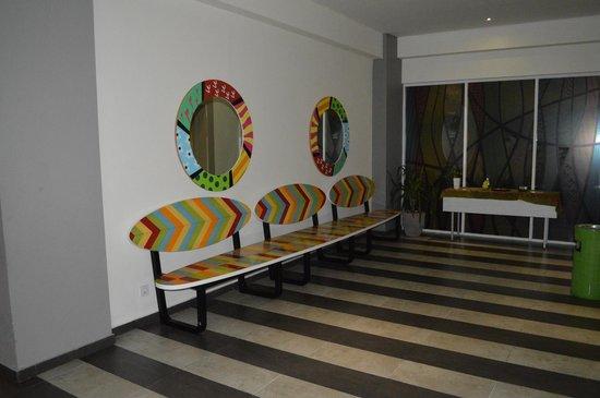 MaxOneHotels at Bukit Jimbaran: Lift lobby