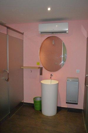 MaxOneHotels at Bukit Jimbaran: Toilet