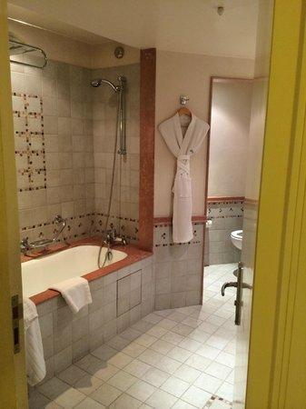 Le Meridien N'Fis: salle de bain