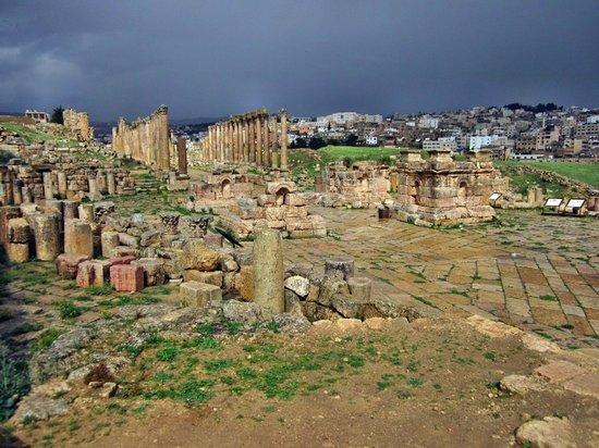 Ruinas de Jerash: It was a dark and stormy day!