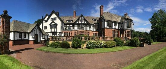 Inglewood Manor: Side hotel