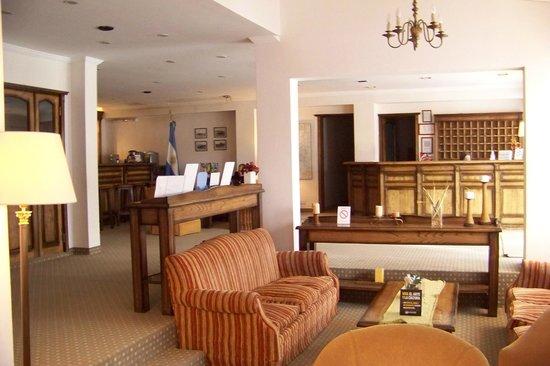 Kapenke Hotel: Recepción, estar y bar
