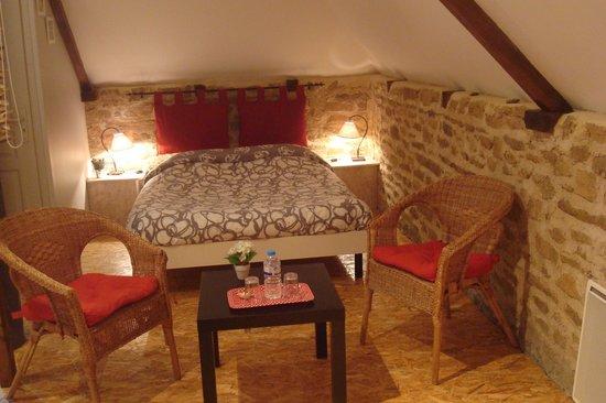 Le Clos des Hortensias: chambre bois et granit