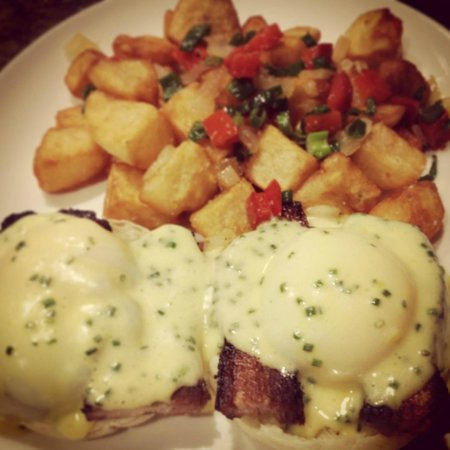 Sides Hardware and Shoes - a Brothers Restaurant: Eggs Benedict
