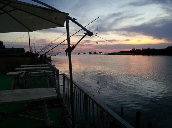 IL VELIERO alla foce: Il tramonto sull'Arno dalla terrazza del ristorante