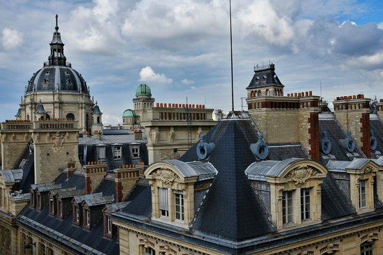Grand Hotel Saint-Michel: Paris rooftops