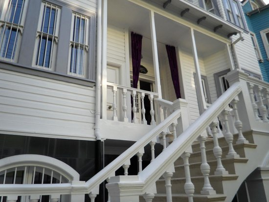 La Blanca Hotel: Escada externa da casa