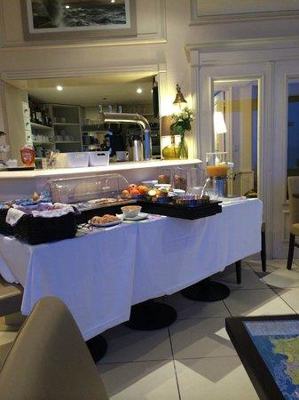 Hotel Ambassadeurs : salle des petits déjeuners face à la mer