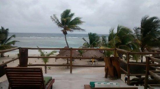 Hotel El Caballo Blanco: Delicioso el clima... Mucho viento, pero muy agradable...