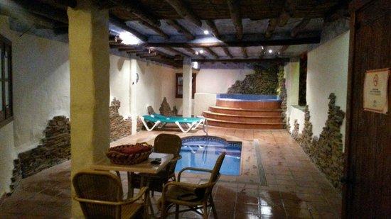 Rural Hotel Almazara: La piscina,el jacuzzi y la sauna.